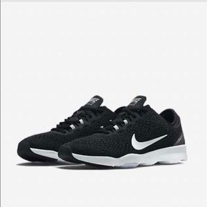 Women's Nike fit zoom shoes